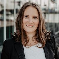 Dominique-Silvia Kemp, Inhaberin
